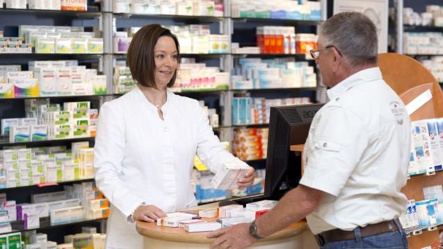 Kann der Apotheker pharmazeutische Bedenken nicht durch Patientenberatung ausräumen, darf er von Rabatt-Arzneimitteln abweichen. (Foto: Schelbert / DAZ.online)