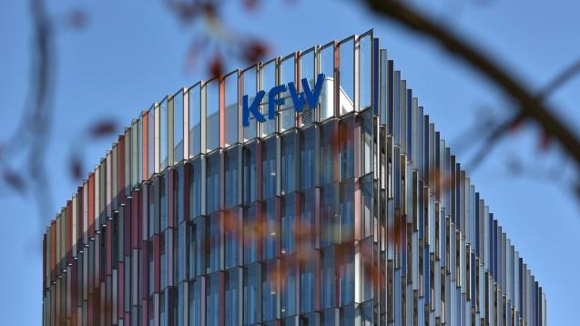 Mit Sonderkrediten der Kreditanstalt für Wiederaufbau (KfW) mit günstigen Zinskonditionen will der Bund den von der AvP-Pleite betroffenen Apotheken kurzfristig unter die Arme greifen.(x / Foto: imago images / Jan Huebner)