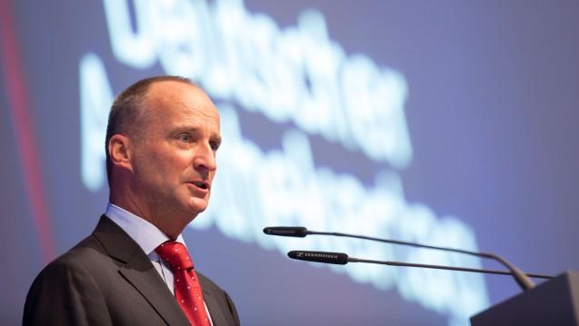 Wohin geht die Reise? Die ABDA um Präsident Friedemann Schmidt hat vor dem Apothekertag noch wichtige Entscheidungen zu treffen – und muss sich womöglich auf unschöne Nachrichten vom Minister vorbereiten. (s/Foto: Schelbert)