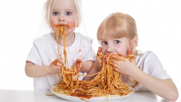 Eine ausgewogene Ernährung für Kinder: Spaghetti mit Ketchup und danach eine Multivitamin-Pille?(Foto:StefanieB. / stock.adobe.com)