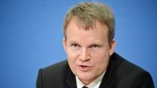 Es geht nicht anders: TK-Chef Jens Baas erklärte, dass er bei den exklusiven Zyto-Verträgen einfach mitmachen müsse. (Foto: dpa)