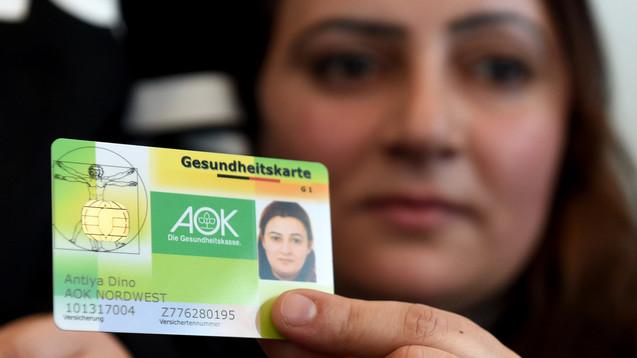 Die Gesundheitskarte für alle Flüchtlinge soll zugleich eine bessere als auch günstigere Gesundheitsversorgung ermöglichen. (Foto: dpa)