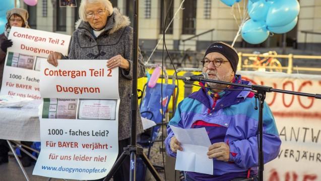 Vor zwei Jahren protestierte die Interessensvertretung der Duogynon-Opfer vor dem Brandenburger Tor in Berlin. (m/Foto: imago)