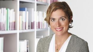 Dr. Bettina Jung (bj)