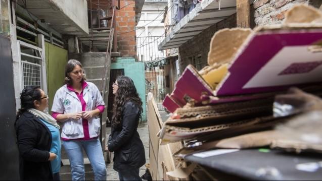 Dr. Carina Vetye in einem Slum von Buenos (Foto: AoG)