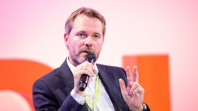 Daniel Bahr auf großer Bühne: Der Ex-Gesundheitsminister glaubt an das deutsche Gesundheitssystem. PKV- oder GKV-System allein wären nicht von Vorteil. (Foto: dpa)