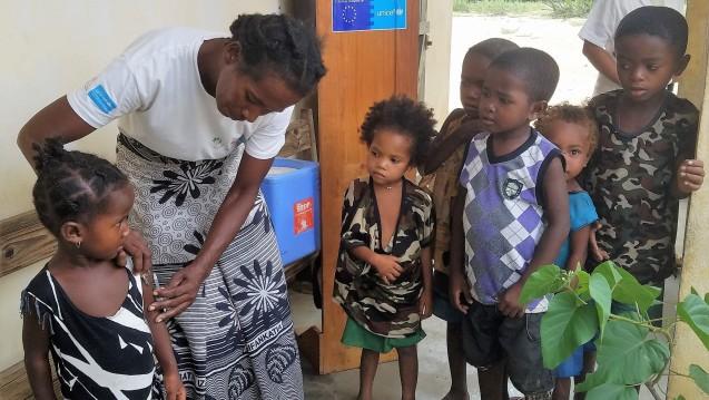 Madagaskar zählt mittlerweie 1.140 Maserntote. Laut Unicef erhielten dort seit Anfang des Jahres 3,4 Millionen Kinder Impfschutz; im März sollen weitere 3,9 Millionen erreicht werden. (r / Foto:UNICEFUN0284068Rabezandriny)