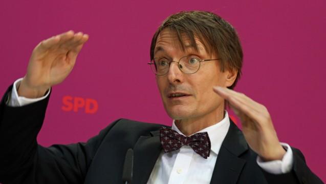 Kompromiss zwischen beiden Seiten: SPD-Fraktionsvize Karl Lauterbach will zwischen Apothekern und Versandapothekern weiterhin einen Kompromiss aushandeln, der eine Boni-Regulierung beinhaltet. (Foto: Sket)
