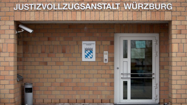 Zwischenfall in der JVA: Etwa 40 Häftlinge traten in einen Hungerstreik, um ihr Recht auf Methadon geltend zu machen. Die bayerische Justiz gibt zu, dass der Anstaltsarzt in Würzburg kein Methadon verschreiben darf. (Foto: dpa)