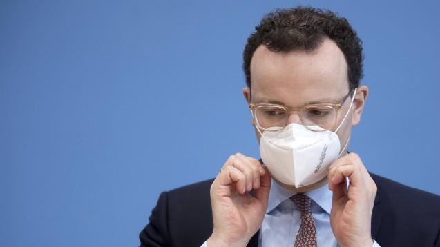Offenbar hat Spahn sich bei der Masken-Verteilaktion über die Apotheken über die Warnungen der Fachberater aus seinem eigenen Ministerium hinweggesetzt, auch was den Preis von 6 Euro je Maske betrifft. (Foto: IMAGO / IPON)