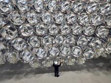 Mit dem Licht von Synlight im Deutschen Zentrum für Luft- und Raumfahrt in Jülich kann die 10.000-fache Intensität der Sonneneinstrahlung auf der Erde erreicht werden. Foto:Caroline Seidel
