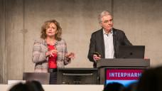 Gern gesehene Gäste auf der Interpharm: Dr. Ilse Zündorf und Professor Theo Dingermannsind auch in Berlin dabei. (Foto: Schelbert / DAZ.online).