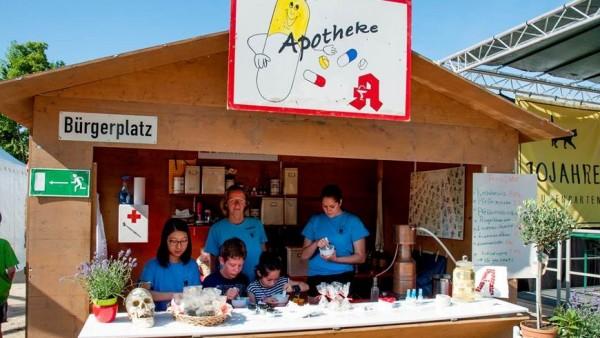 """Zu Besuch in der """"Stutengarten-Apotheke"""""""