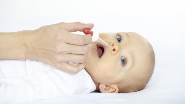 Für Babies gibt es in den Apotheken Xylometazolin-Nasentropfen nur noch von einem Anbieter. (Fotolia: epics / Fotolia)