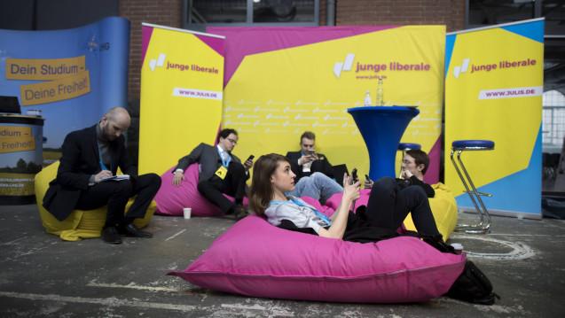 Die Jungen Liberalen fordern die Aufhebung der Rx-Preisbindung sowie die Streichung des Fremd- und Mehrbesitzverbotes. (Foto: Imago)