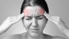 Migräne-Patienten sind offenbar gefährdet, einen Schlaganfall, Herzinfarkt, Thrombose, Lungenemolie oder eine Herzrhythmusstörung zu bekommen. (Bild: von Schonertagen / adobe.stock.com)