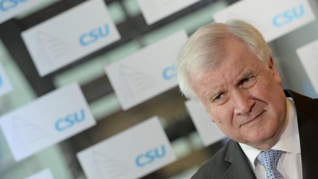 Krank: Weil CSU-Chef Horst Seehofer erkrankt ist, musste das Treffen des Koalitionsausschusses am morgigen Dienstag abgesagt werden. Der Konflikt um das Rx-Versandverbot wird morgen somit nicht von den Parteispitzen entschieden. (Foto: dpa)