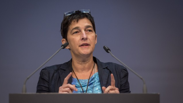 Gegen den Versandhandel-Zeitgeist: Die nordrhein-westfälische Gesundheitsministerin Barbara Steffens (Grüne) sieht in den Versandapotheken eine Bedrohung für die Apotheke vor Ort. (Foto: Schelbert)