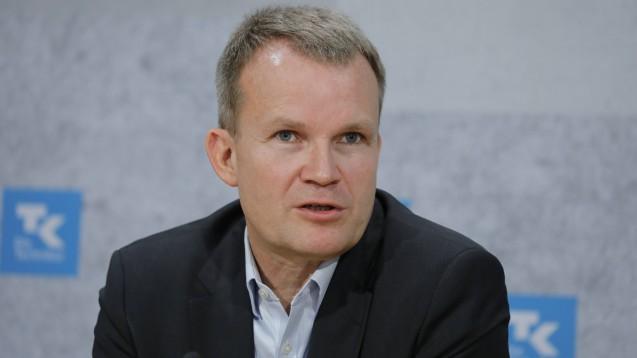 TK-Chef Jens Baas freut sich, dass die ärztlichen Online-Beratungen und mögliche E-Rezept-Verordnungen nun für alle 10,6 Millionen TK-Versicherten in Deutschland zur Verfügung stehen. (m / Foto: imago images / Popow)