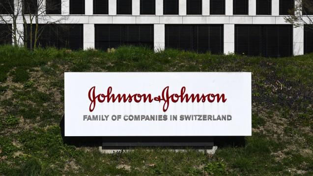 Nach AstraZeneca und Sanofi/GSK ist Johnson & Johnson der dritte Pharmahersteller, mit dem die EU-Kommission einen Vertrag über die Lieferung eines möglichen Corona-Impfstoffs abgeschlossen hat. (c / Foto: imago images / Pius Koller)