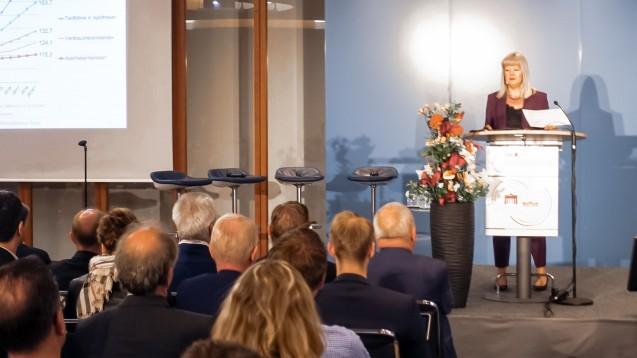 Claudia Korf, ABDA-Geschäftsführerin Ökonomie bei der ABDA, stellte auf dem DAV-Wirtschaftsforum in Berlin die aktuellen Zahlen zur wirtschaftlichen Entwicklung der Apotheken vor. (m / Foto: DAZ.online)