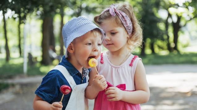 Impfstoff im Lolli: erhöht die Adhärenz bei Kindern bestimmt. (Foto: standret / Fotolia)