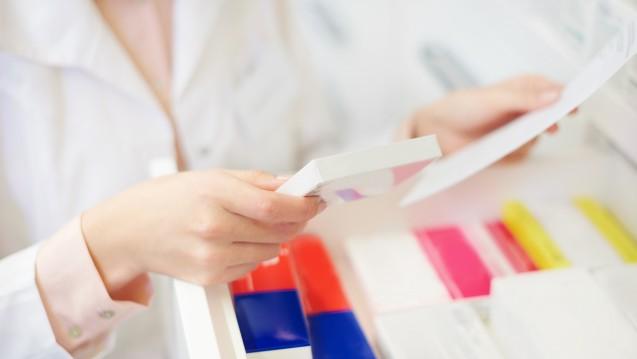 In der Corona-Pandemie wird das starre Korsett der Arzneimittelabgabevorschriften gelockert: Patienten sollen möglichst sofort ihr Arzneimittel erhalten und nicht nochmals wieder kommen müssen. ( r / Foto: gpointstudio / stock.adobe.com)