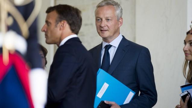 Frankreichs Präsident Emmanuel Macron und Wirtschaftsminister Le Maire haben gemeinsam mit dem Rest der Regierung eine Preisbindung für Desinfektionsgele beschlossen. (b/Foto: imago images / Panoramic)