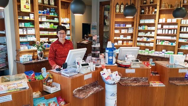 Apothekerin Rita Ademes betreibt eine Apotheke auf Wangerooge, wo angeblich die Kupfermünzen als Zahlungsmittel abgeschafft werden sollen. (Foto: privat)