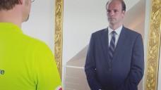 Lars Horstmann: Mit Brille, Bart und einer Perücke erkannte sich der Vorstandsvorsitzende fast selbst nicht mehr. (Bild: RTL)