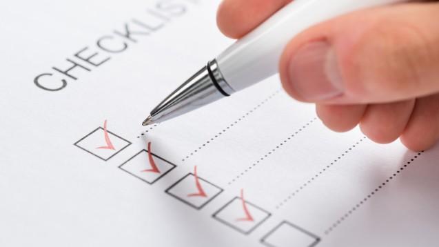 Checklisten könnten auch in der Apotheke hilfreich sein. (Foto:Andrey Popov/ Fotolia)