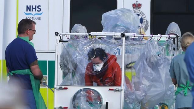 Wegen Komplikationen war Krankenschwester Pauline Cafferkey am vergangenen Dienstag von Glasgow nach London transporiert worden. Nun wurde sie wieder entlassen. (Foto: dpa)