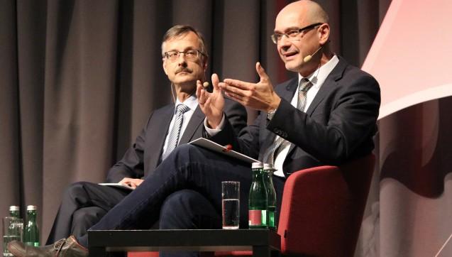 Daneben standen Dr. Sebastian Schmitz als Hauptgeschäftsführer der ABDA und Stefan Fink vom Deutschen Apothekerverband (DAV) Rede und Antwort.