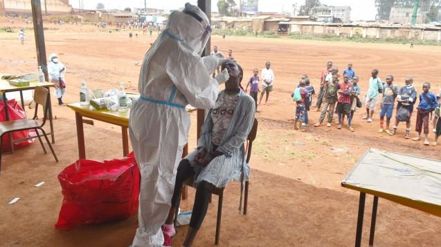Die COVAX-Initiative soll die gerechte Verteilung der Impfstoffe weltweit sicherstellen. Das Programm umfasst zurzeit neun Kandidaten – darunter die vielversprechenden Impfstoffe von AstraZeneca und Moderna, aber nicht den von Biontech und Pfizer. (Foto: imago images / Xinhua)