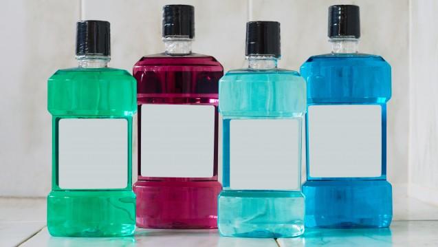 Mundspülungen kommen in vielen Farben daher. Auch in der Apotheke sind sie zu haben. (Foto:hajakely / stock.adobe.com)