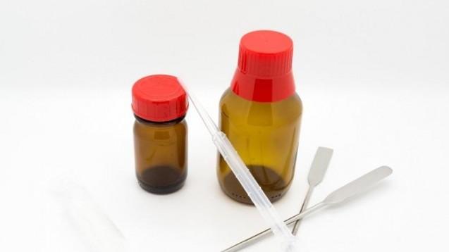 Die Wepa kontingentiert derzeit Aponorm-Flaschen. Nach eigener Aussage, damit sie in der Arzneimittelherstellung nicht fehlen. (s / Foto: schroeder_rene/stock.adobe.com)