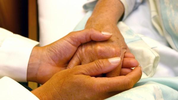 Psychische Belastung für Pflegende erheblich