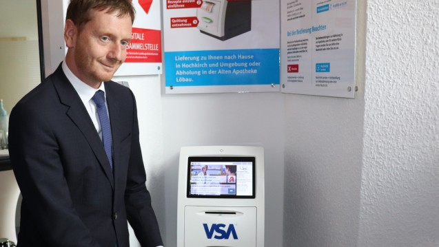 Ministerpräsident Michael Kretschmer (CDU) hat im sächsischen Hochkirch eine digitale Rezeptsammelstelle eröffnet. (Foto: VSA)