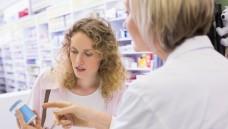 Was passiert mit dem Antrag zur Aufarbeitung der Evidenz gängiger OTC-Präparate? Der Verein demokratischer Pharmazeuten schrieb einen Offenen Brief an ABDA-Präsident Schmidt. (Foto: WavebreakmediaMicro - Fotolia)