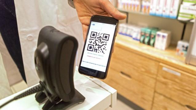 Per QR-Code könnten Patienten künftig Apothekern Zugriff auf ihre E-Rezepte gewähren. Die Gematik stellte nun klar, dass es frühestens zum Jahreswechsel 2020/2021 zu flächendeckenden Lösungen kommen werde. (c / Foto: imago images)