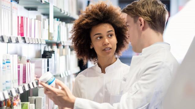 Ab dem 1. Januar bekommen alle Apothekenmitarbeiter und Azubis sowie Pharmazeuten im Praktikum mehr Geld. DAZ.online stellt Ihnen die neue tarifliche Gehaltstabelle vor. (s / Foto: imago images / Panthermedia)
