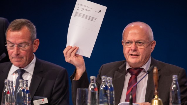 Eigentlich wollte die ABDA-Spitze um BAK-Präsident Andreas Kiefer und Chefjurist Lutz Tisch (li.) keine Extra-Gruppe, die Alternativen zum Rx-Versandverbot erarbeitet. Erst sah es auch so aus, dass das klappt. Dann wurde aber ein entsprechender Antrag beschlossen. (Foto: Schelbert)