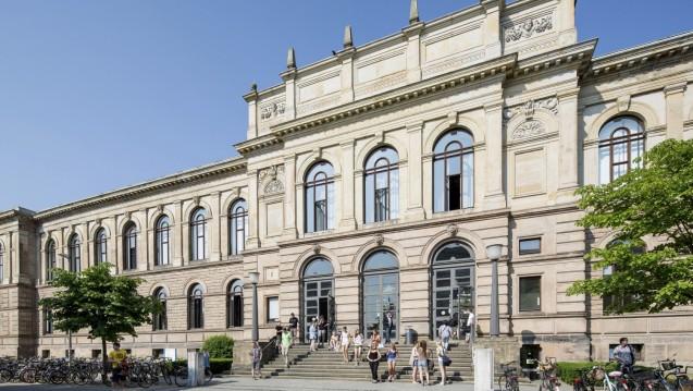Die TU Braunschweig (hier das Hauptgebäude) spendiert gemeinsam mit dem Land Niedersachsen den Pharmazeuten ein neues Gebäude. (s / Foto: TUB)