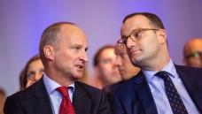 ABDA-Präsident Friedemann Schmidt will nicht, dass sich die ABDA ins politische Abseits schießt, sondern im Gespräch mit dem Bundesgesundheitsminister bleiben (Foto, hier auf dem Deutschen Apothekertag 2018: A. Schelbert)