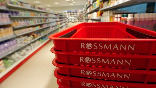 Gemeinsames Geschäft: Laut einem Bericht der Lebensmittelzeitung wollen der Drogeriekonzern Rossmann und der Versand-Gigant Amazon künftig eine Marktkooperation betreiben. (Foto: dpa)