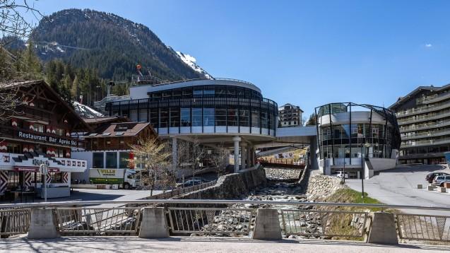 Ischgl mit seinen Après-Skibars gilt als Brennpunkt für die Ausbreitung des Coronavirus in Österreich und Teilen Europas. (Foto: imago images / Eibner Europa)