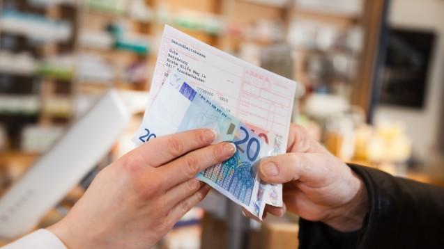 Bis zu 10 Euro Zuzahlung können pro Arzneimittel in der Apotheke fällig werden. (Foto:pix4U / stock.adobe.com)