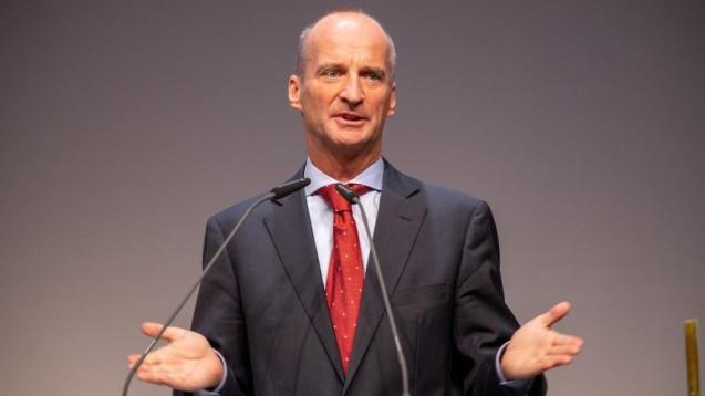 ABDA-Präsident Friedemann Schmidt hat in einem Zeitungsbericht erklärt, dass man aufgrund der derzeitigen Mehrarbeit der Apotheker auch endlich einmal über deren Vergütung reden müsse. (t/Foto: Schelbert)