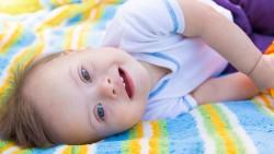Die Tests auf das Risiko autosomaler Trisomien sind einfacher und besser geworden. Der G-BA will sie bei Risikoschwangerschaften zur Kassenleistung machen. Kritiker fürchten mehr Abtreibungen. (dtatiana/ stock.adobe.com)