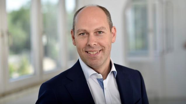 Gehe-Chef Dr. Peter Schreiner erklärt im DAZ.online-Interview, wie viele Kilometer seine Fahrzeugflotte im Jahr in etwa zurücklegt, warum die E-Mobilität noch kein Thema ist und was er von einer Beschränkung der Tourenanzahl hält. (Foto: Gehe)
